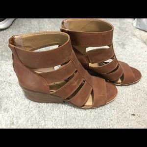 Lucky brand heel/wedges